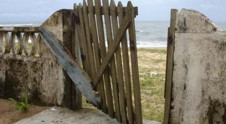 broken-gate-1