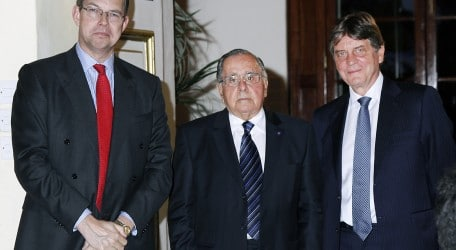 72 - HSBC Malta commemorates outgoing Chairman's loyal service - 01