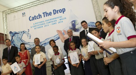 100 - HSBC - 'Catch the Drop' Campaign launched by HSBC Group Chairman - Photo 01