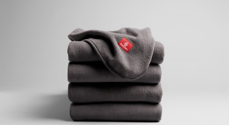 05 - Each Emirates ecoTHREAD™ blanket is made from 28 recycled plastic bottles_2